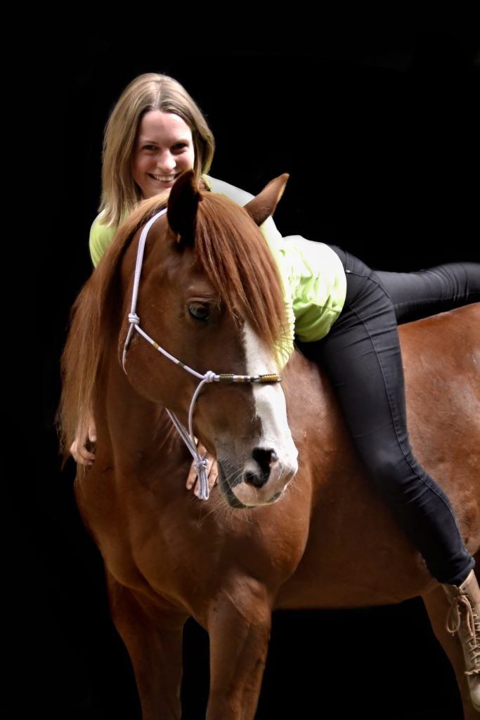 My Gentle Willow - Mustang Makeover Germany - Neele Kühl Open-Minded Horsemanship - Westernreiten in Norddeutschland